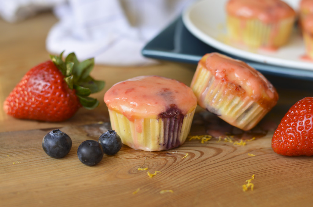 strawberry blueberry muffins 4